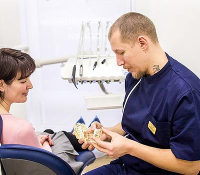 Профессиональная гигиеническая чистка зубов за 2650 рублей